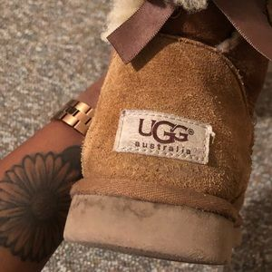 Size 6 Bailey Bow Tan Ugg's